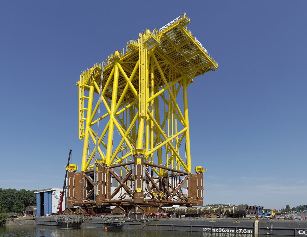 Load-out-Jacket-offshore-transformatorplatform-TenneT-2